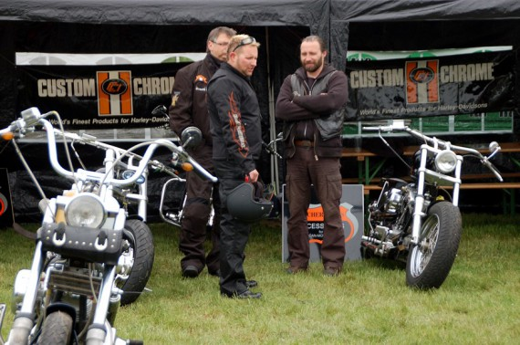 Axel ( rechts ) betreute bei Bikes, Music & More Vol.4 die Bike-Show!