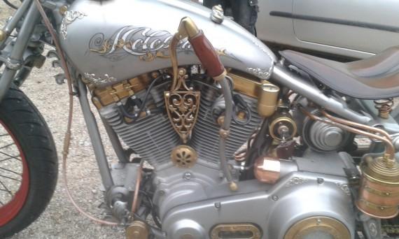Man achte auf die Handkupplung und die Details der Motopolis