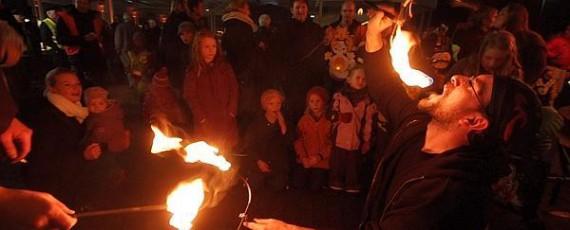 Die Feuer-Show begeistert Groß und Klein!