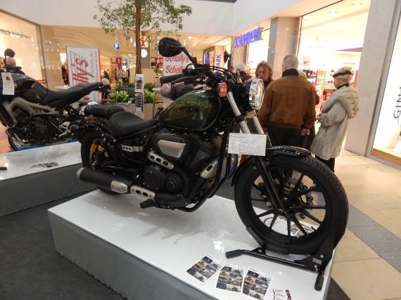 Die Yamaha XV 950 am Stand von Schollys. Mir gefällt der Hobel!