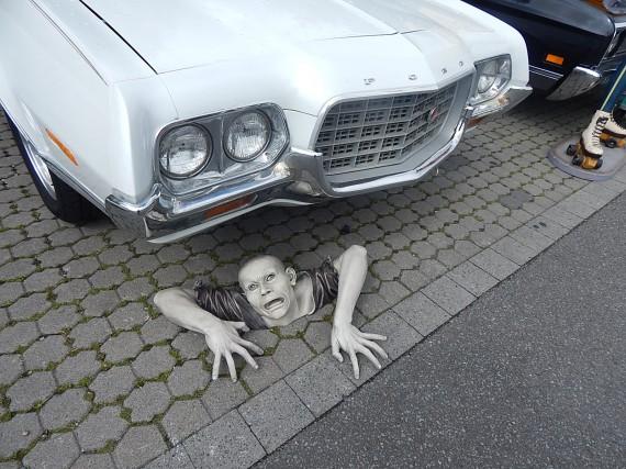 Selbst die Zombies finden das Big Bumper geil und kommen aus der Erde!