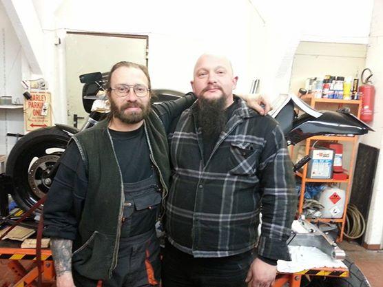Axel & Büffel in der Werkstatt.
