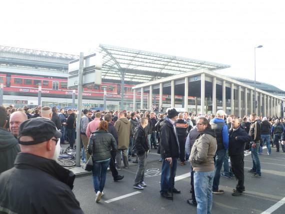 Der Breslauer Platz füllt sich zunehmend.