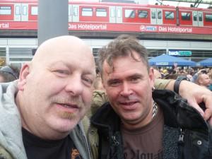 Attila und ich vor dem Start der Demo!