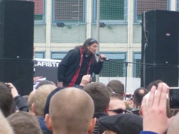 Er sprach von einer europäischen Bürgerbewegung und 200.000 Demonstranten!