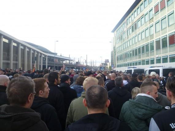 Der Aufmarsch startet. Es waren weitaus mehr Teilnehmer, als von der Polizei erwartet.