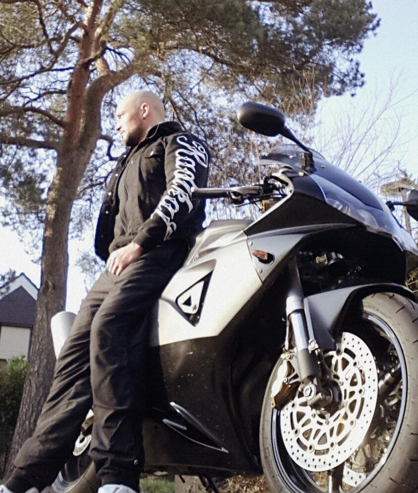 bikerwear radikal deluxe bikes music more. Black Bedroom Furniture Sets. Home Design Ideas