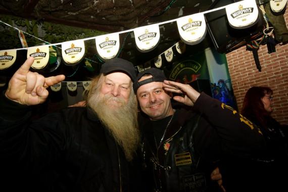 Der Schwede vom Rockerportal! ( Links ). Er hat zum Rocker Talk 2 ein Heimspiel!