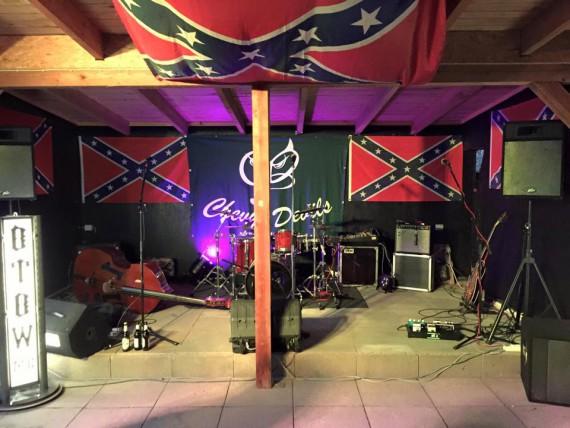 Die Bühne wurde stilecht dekoriert! Top!