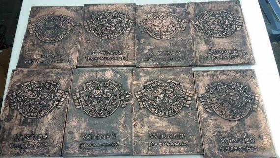 Statt Pokale gibt es diese geilen Kupferstiche für den Sieg bei den Games!