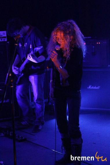 Susanne steht seit 20 Jahren als Sängerin auf der Bühne. Mit Wildfire feiert sie Premiere!