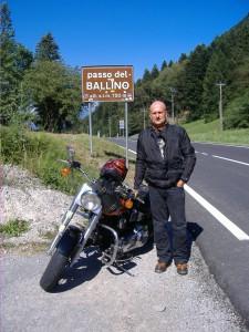 Jens mit seiner geliebten Heritage in Italien am Passo del Ballino.