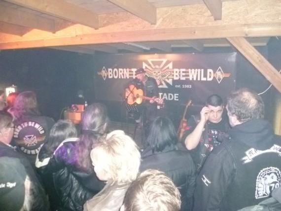 Dicht an dicht standen die Fans bis zur Bühnekante!