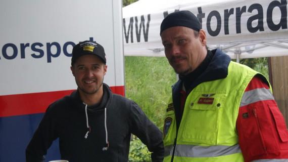 Andy Manuel Eggert, hier mit Tom Lüthi von der Moto GP, ist Präsident des EMS Biker Paramedics e.V..