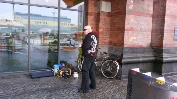 Susanne und ich waren vorher noch am Hauptbahnhof auf Promo-Tour. Unnötig, sie wussten Bescheid!