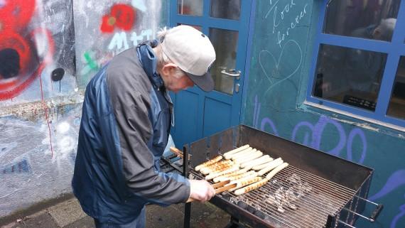 Er wollte, er musste ran. Obdachloser Martin rockte den Grill!
