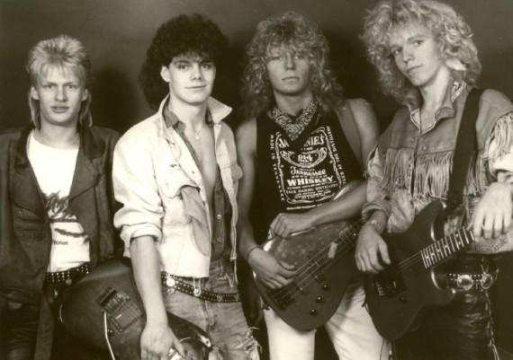 Robert ( rechts ) im typischen 80er-Look mit seiner damaligen Band.