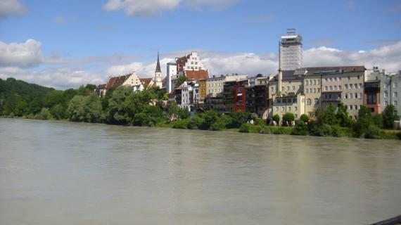 Wasserburg am Inn war mein Zwischenziel. Geiles Lokal direkt am Wasser an der Brücke!