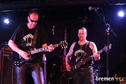 Shorty ( zweite Klampfe ) und Jens am Bass in Aktion!