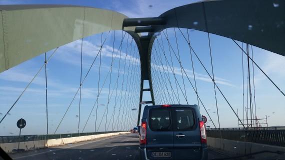 Über die Fehmarnsund-Brücke kommt ihr auf die Insel.
