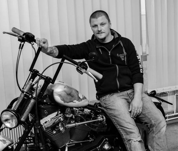 Steve hat seine Passion mit Bullseats Leatherworks zum Beruf gemacht.