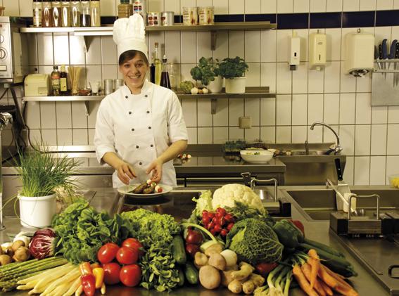 Küchenchefin Kati arbeitet mit Frische-Produkten!
