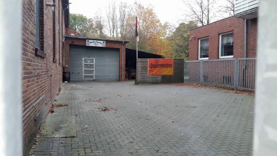 Der MC Emden stellt sein Gelände zur Verfügung. Serh geile Nummer!