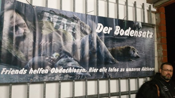 Banner und Flyer waren mit im Gepäck. Auch Benefiz braucht Werbung!