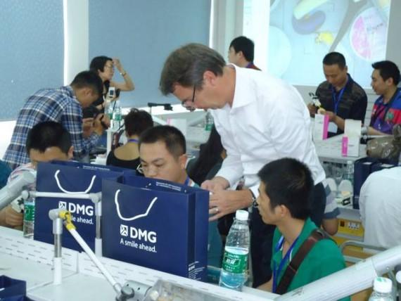 Jürgen ist in der ganzen Welt unterwegs und hält Vorträge in Sachen Zahnmedizin!
