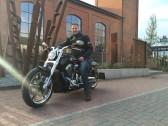 Jürgen on the road. Wenn mich nicht alles täuscht, ist das dahinter die Eisenhütte bei Börjes.