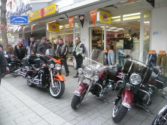 """Das """"Steelworks-Chapter"""" der Harley Owner Group präsentierte seine Boliden aus Milwaukee."""