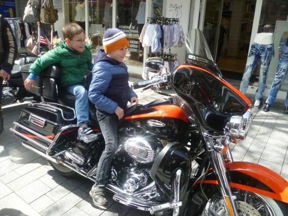 Ein toller Spaß für die Kids war der imganinäre Ritt auf der Harley!