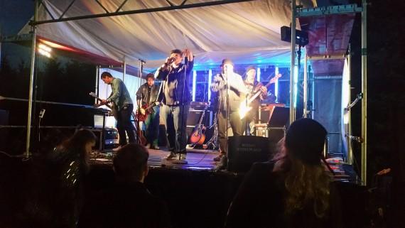 Erdig und mit viel Groove präsentierten Roosters Farm ihren Blues-Rock.