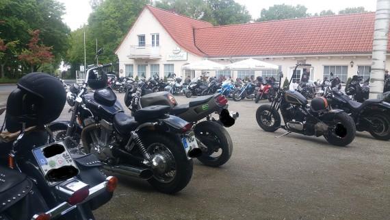 Ab 12 Uhr wurde der Platz vor dem Schützenhof Ganderkesee merklich voller!