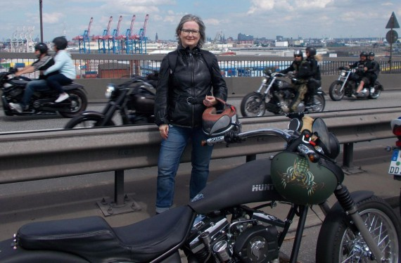 Die Rockerszene hat es der Autorin Yvonne Asmussen angetan. Ihr dritter Krimi erschien nun in Eigenverantwortung!