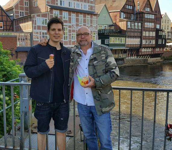 ÄtzE81 mit seinem Sohn Timo. Familienwerte sind ihm enorm wichtig!