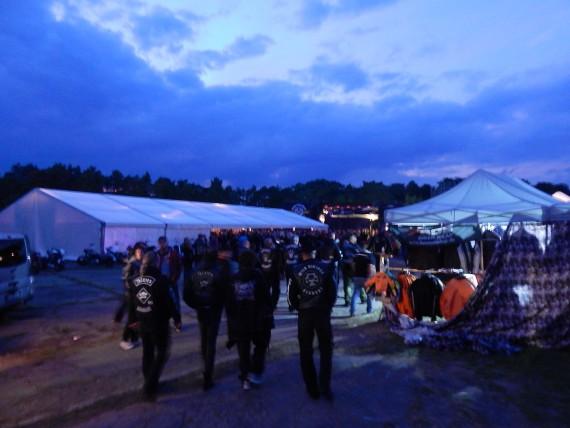 Mit Einbruch der Dämmerung erfährt das Jamboree seine geilste Atmosphäre!