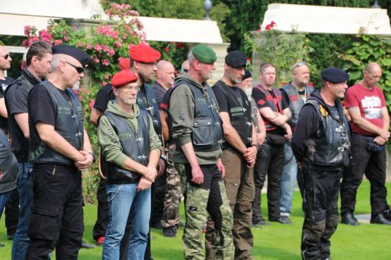 member und Niht member des Army Vets MC gedenken der gefallenen Soldaten!